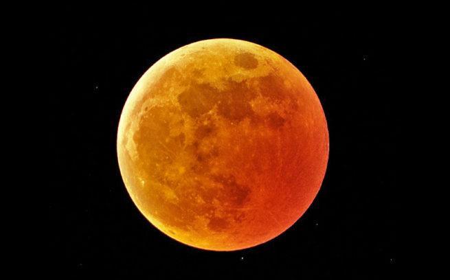 HDR eclicpse lunar Photoshop