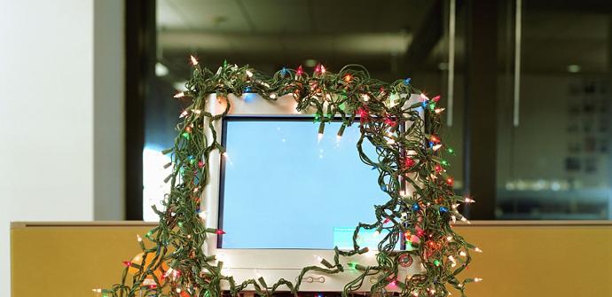 PC con luces de Navidad