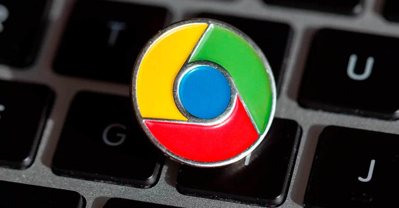 Navegador Chrome sobre teclado