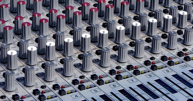 Mesa de mezclas editar música