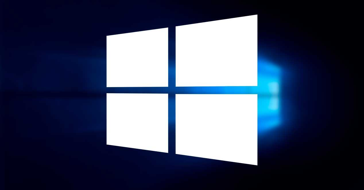 Logo Windows 10 blanco en fondo oscuro